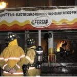 Fuego consume local comercial en Mercado de San Lorenzo